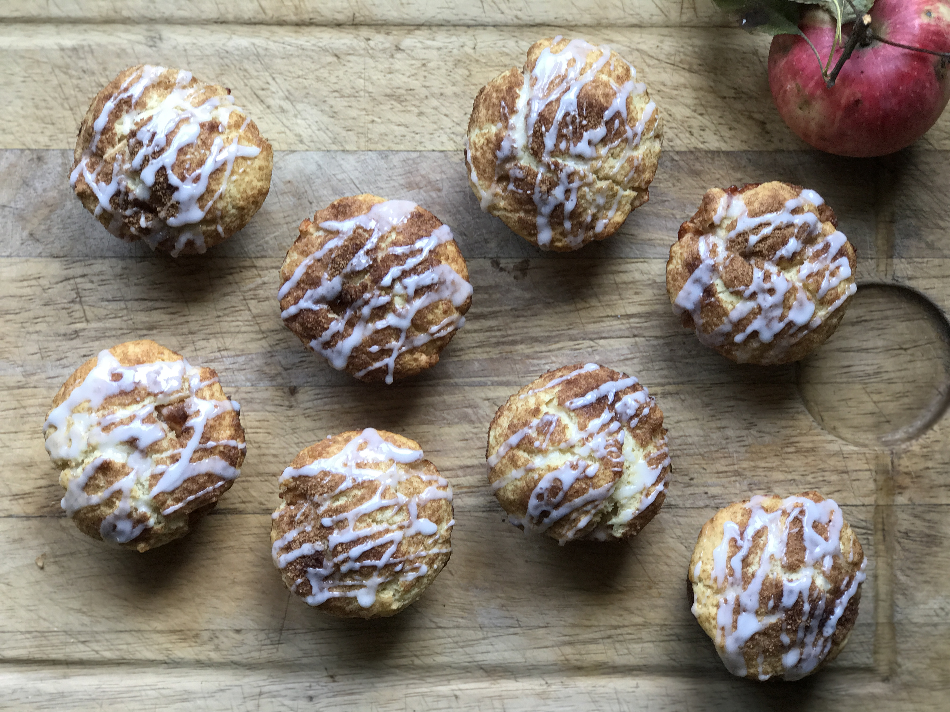 apple fritter muffins