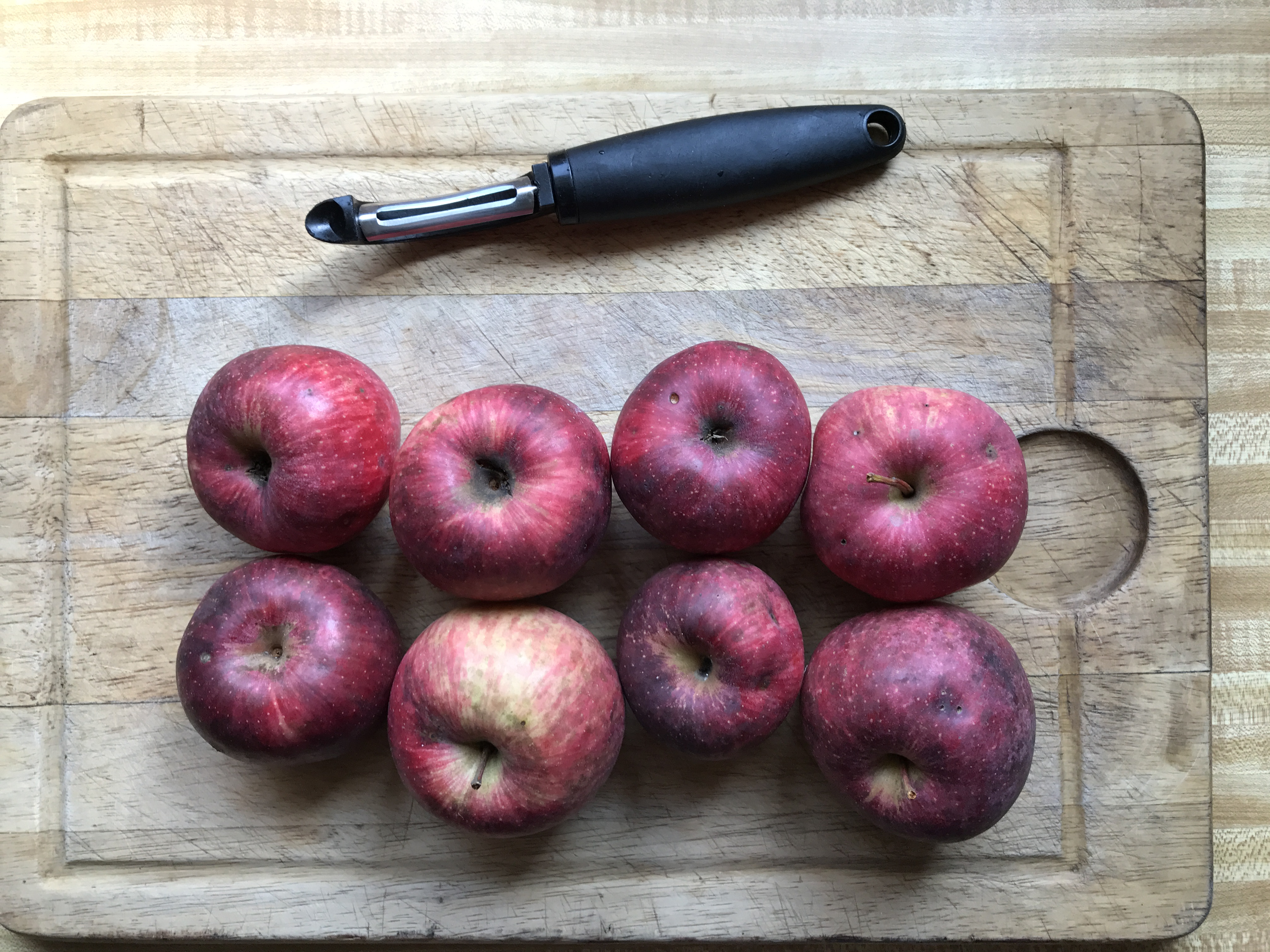 apples and peeler