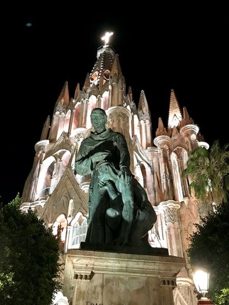 parroquia at night