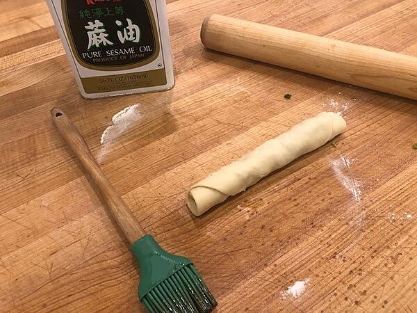 roll cigar with scallions inside