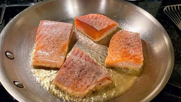 searing salmon 1