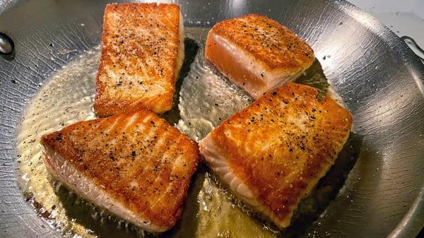 searing salmon 2