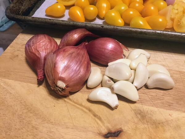 shallots garlic tomatoes