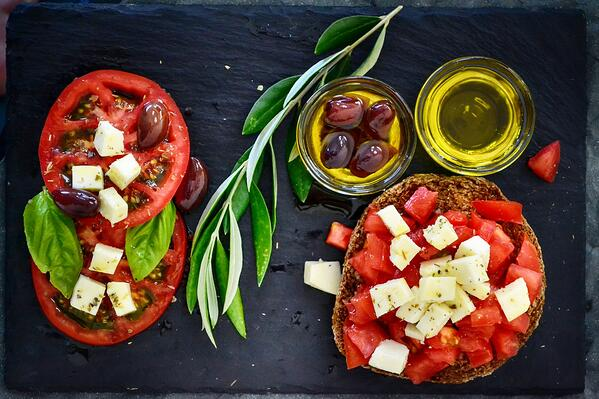 tomato-salad-with-olive-oil-1239312
