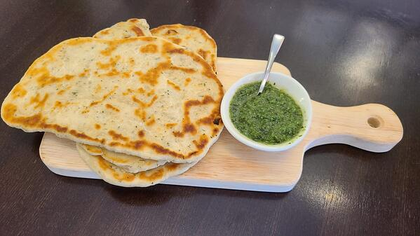 Naan_and_Chutney